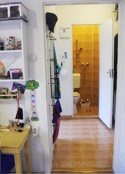 Az előszoba és a vécé-zuhanyzó (kép a hirdetésből)