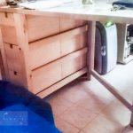 Samu helye, asztal, minihűtő