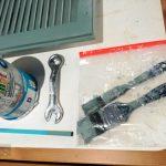 A mütyürökre egy nap több réteget is festettem, a köztes időre zárható zacskóba tettem az ecseteket