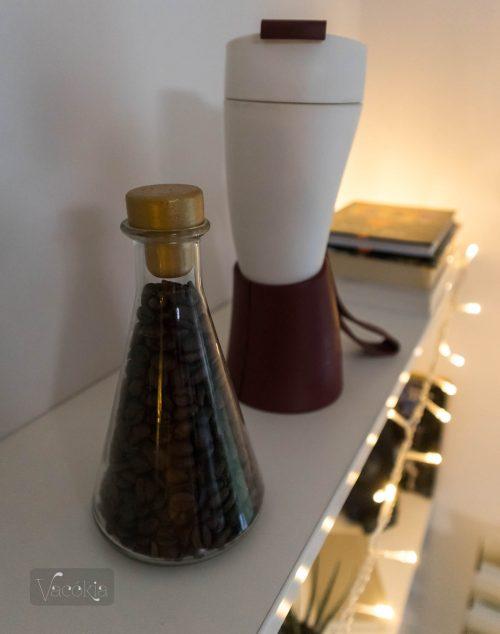 Kávés dísz és kávés termosz
