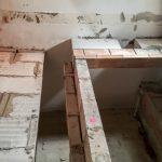 A régi faltól 27 centire tenni az újat értelmetlen lenne egy nagyobb lakásban...