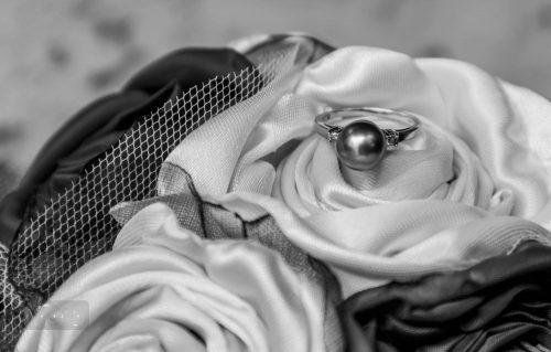 Ehhez a gyűrűhöz illő karikagyűrűt választottunk az esküvő előtt
