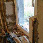A téglából épített ablaknyílás ellenállóbb felületű lesz, mint a könnyen behorpadó gipszkarton