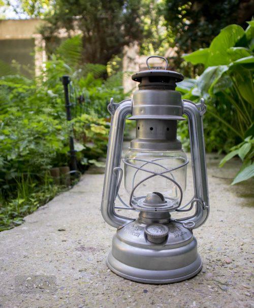 Feuerhand viharlámpát vettünk a kerti étkezőbe