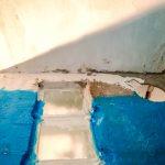 A csempe alá vízzáró vakolat került, arra kenték a vízszigetelő réteget