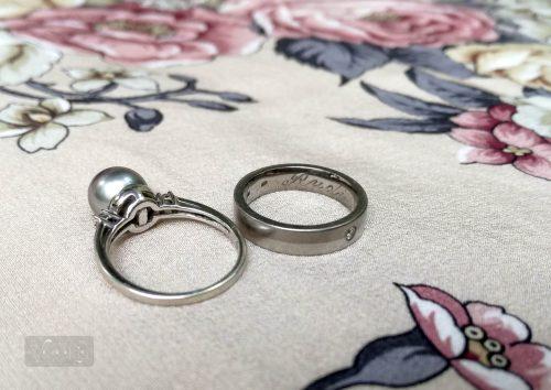 Az íves belső profil kényelmessé teszi a karikagyűrűt