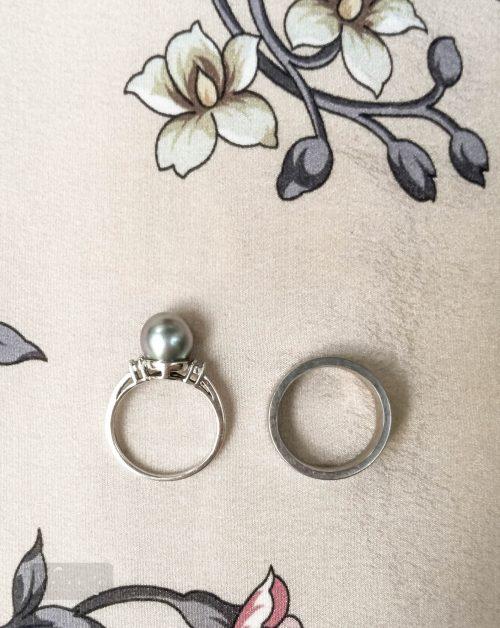 Felülnézetből látszik, hogy vastagabb is a karikagyűrű