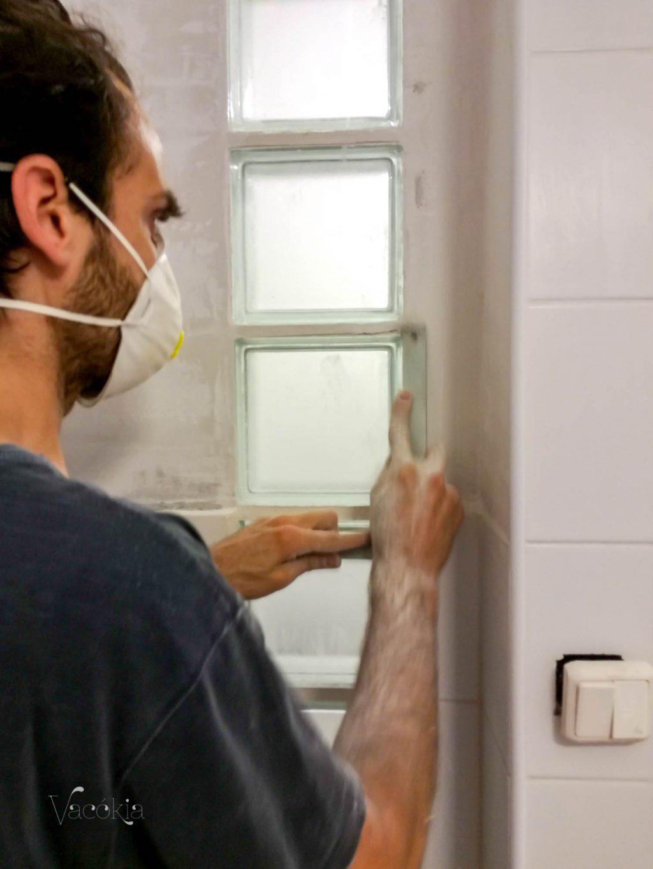 Rudi derékszögvassal faragta le a Porfix falból a fölösleget