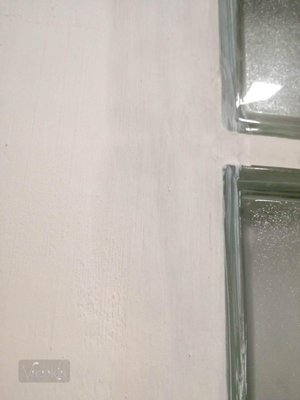 Igyekeztünk, hogy ne lógjon ki egyik üvegtégla se a fal síkjából