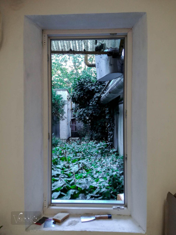 Szegény ablak, ha már keskeny, legalább legyen szép