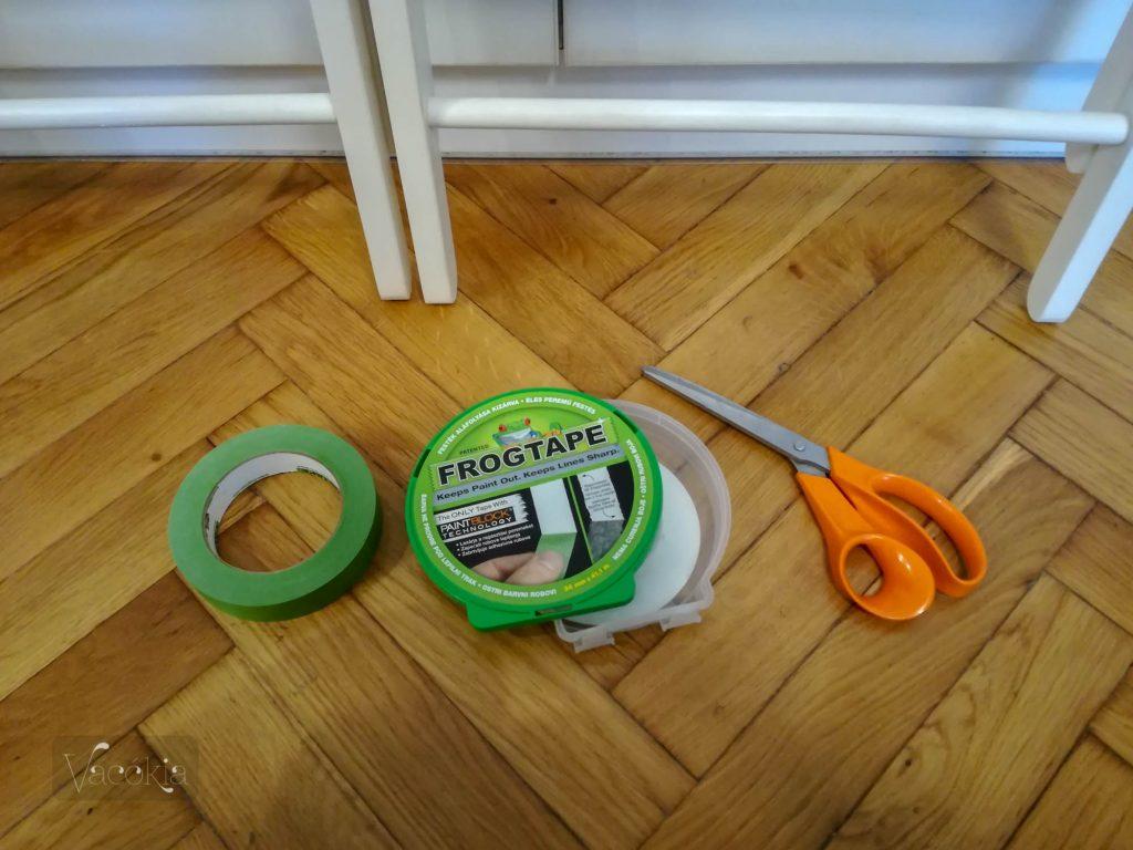 A szükséges eszközök: Frogtape és olló